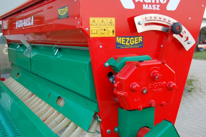AGRO-MASZ SN300 in der Farbe rot